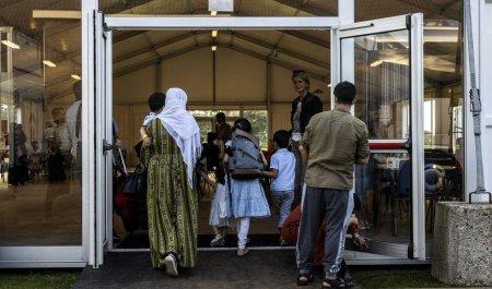 Ar trebui sau nu ca Romania sa primeasca refugiati afgani? Argumentele specialistilor