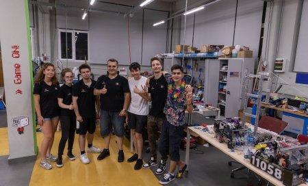 O echipa de robotica creata intr-un garaj din Voluntari a castigat campionatul din SUA: Ajungeam acasa la 4 dimineata si la 7 ma trezeam pentru liceu