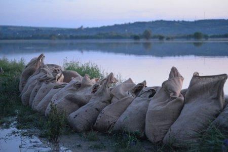 Avertizare <span style='background:#EDF514'>HIDROLOGI</span>ca! Cod galben de inundatii pe rauri din 9 judete. Pana cand este valabila