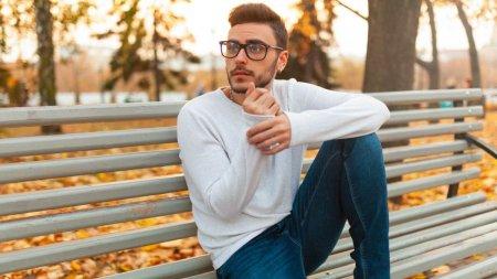 Ce fel de pulovere pentru barbati sunt <span style='background:#EDF514'>ELEGANTE</span>