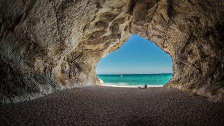 <span style='background:#EDF514'>PLAJE</span>le de pe insula Sardinia, in pericol de disparitie. Turistii fura nisip si il vand pe internet