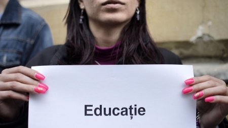 Profesorii ameninta cu proteste inainte de <span style='background:#EDF514'>INCEPEREA SCOLII</span>, dupa ce Florin Citu a declarat ca nu sunt bani pentru cresterea salariilor