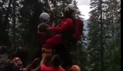 Turist cazut 30 de metri in gol, in Muntii <span style='background:#EDF514'>PIATRA CRAIULUI</span>, salvat cu elicopterul SMURD