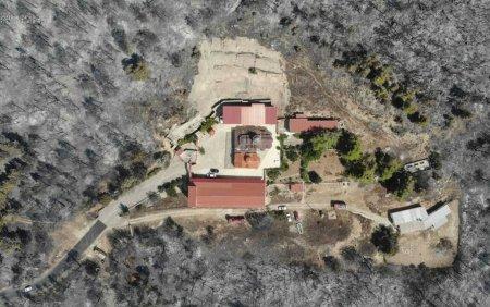 A ars totul in jurul manastirii Sf. Ilie din Grecia, dar pompierii au salvat-o. Imagini din drona