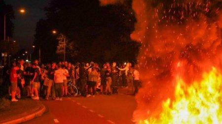 Refugiatii afgani, intampinati cu cauciucuri incendiate si s<span style='background:#EDF514'>OLGA</span>nuri nationaliste, in Olanda