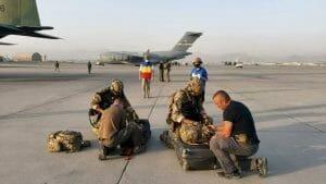 Au cedat talibanilor tot armamentul! Odiseea celor 14 agent