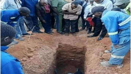 <span style='background:#EDF514'>UN PREOT</span> din Zambia a murit, dupa ce si-a convins credinciosii ca va invia la trei zile dupa ce il vor inmormanta de viu