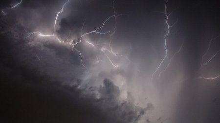 Se anunta ploi in Capitala! Aproape toata tara va fi lovita de grindina si vant puternic