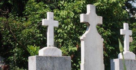 In cimitirele din Galati, nu se mai fac inmormantari duminica, pentru a respecta drepturile groparilor