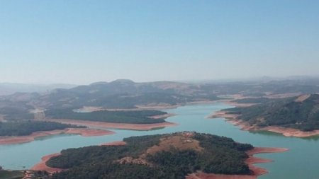 Efecte dramatice ale incalzirii globale, in Brazilia: Tara a pierdut 15% din <span style='background:#EDF514'>LUCIU</span>l apei, iar seceta a afectat albia Amazonului