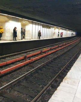 De ce e atat de bizara si de periculoasa statia de metrou de la Romana. Incredibila poveste cu Elena Ceasescu si Statia Sinucigasilor