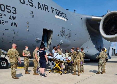 Fetita afgana nascuta intr-un avion american a fost <span style='background:#EDF514'>BOTEZATA</span> dupa numele de cod al aparatului