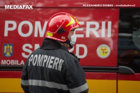 <span style='background:#EDF514'>AGLOMERATIE</span> pe sensul de intrare in Capitala al DN4. Un microbuz de transport persoane a luat foc