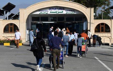 <span style='background:#EDF514'>AMBASADA</span> SUA de la Kabul le recomanda cetatenilor americani sa nu se deplaseze la aeroport