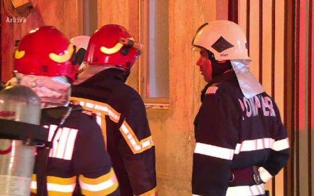 Incendiu la o cladire din <span style='background:#EDF514'>RAMNIC</span>u Valcea, in care se afla si un hotel. Inauntru se aflau peste 30 de oameni