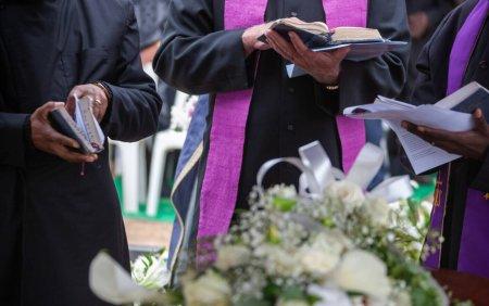 Un pastor a murit dupa ce a incercat sa recreeze Invierea lui <span style='background:#EDF514'>IISUS</span> si s-a lasat ingropat de viu
