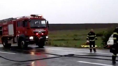 Un microbuz plin cu oameni a luat foc, in apropierea Bucurestiului. Calatori evacuati de urgenta