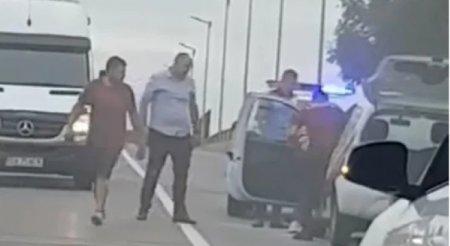 Șofer salvat de un politist, dupa ce autoturismul in care se afla a luat foc in mers