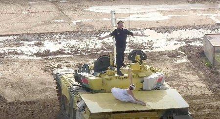 <span style='background:#EDF514'>BALET</span> pe tancuri, in Rusia, la Jocurile Armatei. Lacul lebedelor, pus in scena de artisti de la <span style='background:#EDF514'>BALET</span>ul Imperial