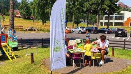 Ana Hotels <span style='background:#EDF514'>POIANA</span> Brasov organizeaza ateliere de reciclare creativa pentru copii