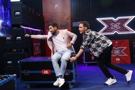 <span style='background:#EDF514'>RAZVAN SIMION</span> si Dani Otil prezinta X Factor, sezonul 10. Nu ne-am dat seama cand au trecut anii