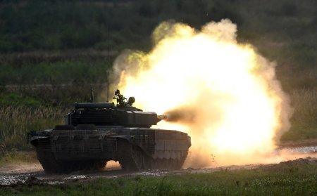 Un tanc T-90 de ultima generatie, abandonat la gunoi in Rusia. Ce au gasit jurnalistii in el