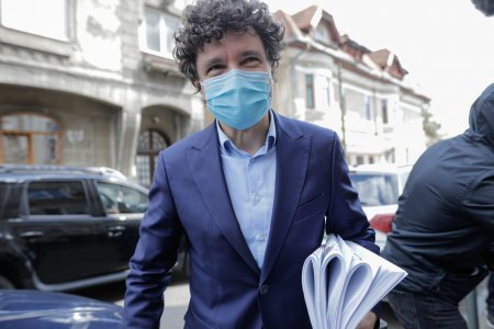 <span style='background:#EDF514'>BREAKING NEWS</span>! Nicusor Dan l-a demis de urgenta pe seful parcurilor din Bucuresti: E o promisiune pe care o fac