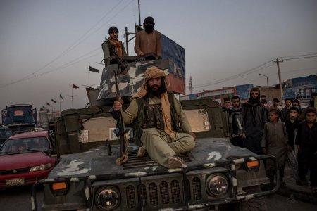 Avertismentul unui ministru britanic: Risc de <span style='background:#EDF514'>ATAC TERORIST</span> iminent pe aeroportul din Kabul