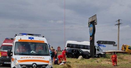 Trei raniti, intre care si un copil, dupa o ciocnire intre un microbuz si un autoturism, in Constanta