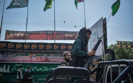 Frica fizica a afganilor fata de talibani, completata de cea online. Oamenii isi sterg conturile pentru a nu fi vanati