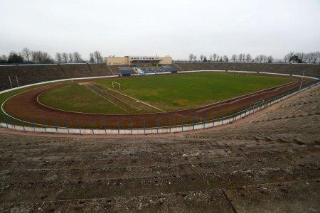 Proiect megalomanic in Epoca de Aur » Cum arata astazi stadionul construit de comunisti la <span style='background:#EDF514'>MEDGIDIA</span>