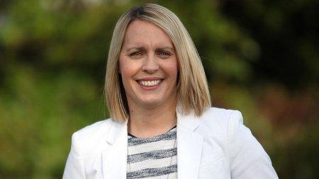 Ea este Lisa Shaw, prezentatoarea BBC care a murit din cauza vaccinului AstraZeneca. <span style='background:#EDF514'>VERDICTUL</span> este oficial