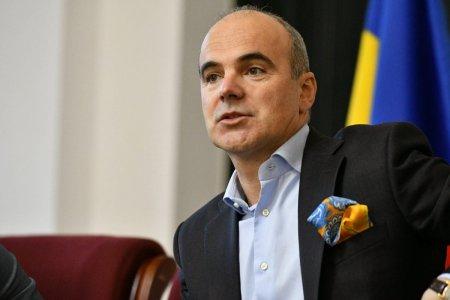 Abuzati si blazati, oamenii au uitat ca Rares Bogdan canta pe la mesele politicienilor ca jurnalist