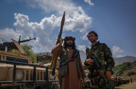 Presa din Afganistan, terorizata de talibani: Un reporter si un cameraman au fost palmuiti si batuti cu <span style='background:#EDF514'>ARMELE</span>