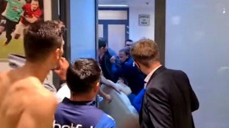 Bataie cu pumni si picioare in vestiarul CFR Cluj. Presedintele echipei, surprins in imagini