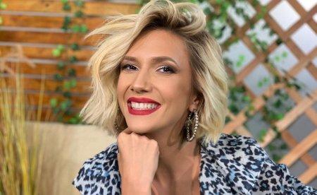 Adela Popescu revine la Vorbeste lumea la aproape 2 luni de <span style='background:#EDF514'>CAND A NASCUT</span> al treilea copil. Din 30 august