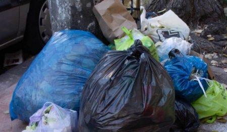 Cat vor plati locuitorii Sectorului 2 pentru <span style='background:#EDF514'>RIDICARE</span>a gunoiului menajer. Consiliul Local a aprobat noile tarife