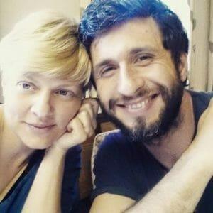Dragos Bucur si Dana Nalbaru cei mai fericiti tarani. Crestem gaini si cultivm zarzavaturi