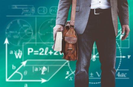 Profesorii nu mai au voie sa intrebe ce functii au sau unde lucreaza parintii elevilor