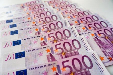 Cutremur valutar in Romania! La cat ar putea ajunge <span style='background:#EDF514'>MONEDA EURO</span>