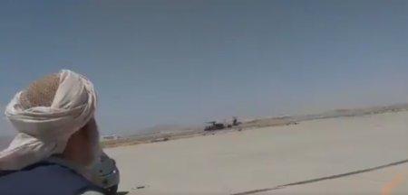 Talibanii, surprinsi plimbandu-se in elicoptere americane Black <span style='background:#EDF514'>HAWK</span>. ONG: Am facut din ei traficantii de arme ai urmatorului deceniu VIDEO