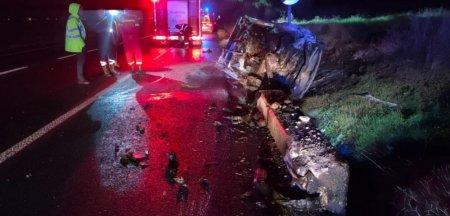 Accident cumplit la Iasi. Un barbat a ars de viu in masina, iar pasagerul a fost <span style='background:#EDF514'>PROIECTAT</span> prin parbriz
