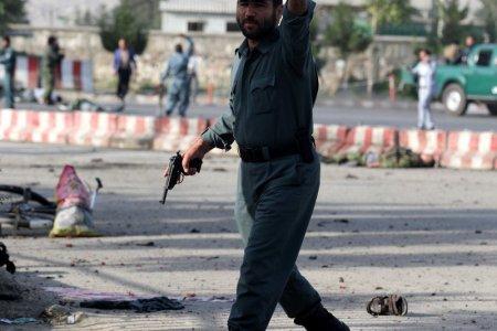 O vesta cu 11 kilograme de explozibili, detonata in ultimul moment. <span style='background:#EDF514'>RECONSTITUIREA</span> atacului sinucigas din Kabul