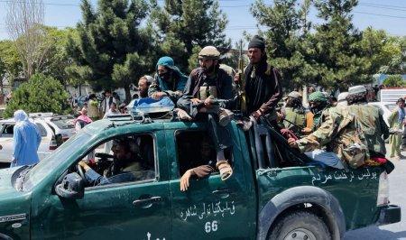 Talibanii au dat termen o saptamana tuturor functionarilor sa predea <span style='background:#EDF514'>ARMELE</span> si bunurile publice