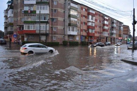 Alerta METEO Cod portocaliu de vreme severa imediata. ANM: Vijelii puternice si ploaie torentiala intr-un judet din Romania