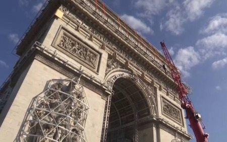 Francezii imbraca Arcul de Triumf in straie de sarbatoare. <span style='background:#EDF514'>CAT COSTA</span> proiectul