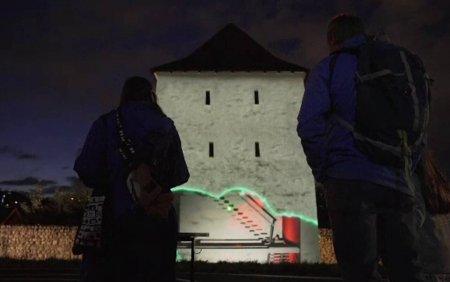 <span style='background:#EDF514'>TURNURI</span>le din Brasov, deconstruite de roboti. Festivalul Amural incanta oamenii cu proiectii de lumina si culoare