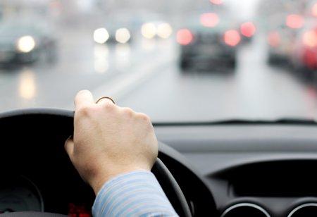 Propunerea Ministerului Transporturilor pentru <span style='background:#EDF514'>SOSELE</span> mai sigure. Soferii vor putea semnala online problemele intalnite pe drumurile nationale