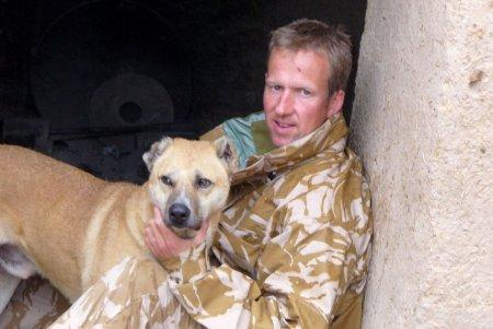 Operatiunea Arca. 200 de caini si <span style='background:#EDF514'>PISI</span>ci, evacuati din Afganistan de un fost soldat britanic