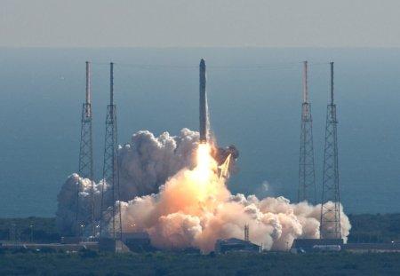 Provizii de avocado si <span style='background:#EDF514'>INGHETATA</span> au fost trimise astronautilor de pe Statia Spatiala Internationala. Transportul include si furnici